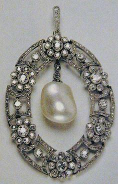 faberge+diamond+pearl+floral+brooch+pendant+oval.JPG 474×741 pixels