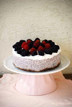 Kuchnia wegAnki: Kokosowe ciasto chia z jeżynami i malinami