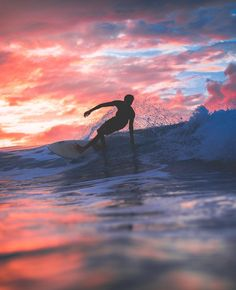 """Mi piace"": 735, commenti: 91 - MICAH YAMAUCHI (@micahyamauchi) su Instagram: ""Sunset Surf Silhouette🌅🏄🏽"""