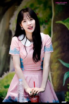 I love casually beautiful people, people who look like they're not even trying, as if they are just normal people you could pass by on the street, yet there's something about them that makes them absolutley stunning. Seola is one of those people. Yuehua Entertainment, Starship Entertainment, Korean Girl, Asian Girl, Kim Hyun, Gfriend Sowon, Cheng Xiao, Red Velvet Seulgi, Cosmic Girls