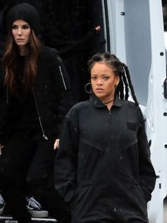 Sandra Bullock Photos - Stars perform on the set of 'Ocean's' 8 in New York City, New York on January - 'Ocean's Eight' Films in New York City Ocean's Eight, Film Aesthetic, Black Girls Rock, Sandra Bullock, Barbados, Oceans, Rihanna, Hair Ideas, My Girl