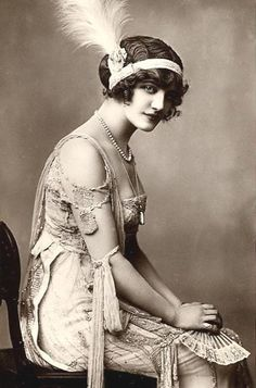 1920's flapper, elegant and so beautiful