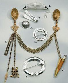 Kalevala Koru replica jewelry for Muinais Karjalan Viking Garb, Viking Reenactment, Viking Dress, Viking Ship, Ancient Vikings, Norse Vikings, Middle Age Fashion, Celtic Clothing, Viking Jewelry