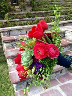 Red tulips And suculents #bouquets @penziweddings