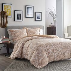 A large-scale medallion pattern in Mango orange on a pearl white ground completes the look of this Duvet Cover Set. The detailed line work creates a pleasing textural effect that will fit easily into any decor.