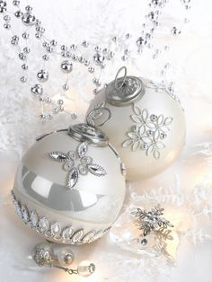 Silver Christmas Decorations, Christmas Baubles, Christmas Colors, Christmas Themes, White Christmas, Christmas Holidays, Christmas Crafts, Merry Christmas, Christmas Collage