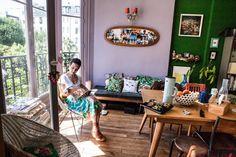 designer Céline Saby's playful apartment in Paris from freunde von freunden French Apartment, Cozy Apartment, Parisian Apartment, Celine, Paris Home, Purple Walls, Green Walls, Piece A Vivre, French Decor