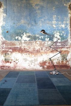 Old Plastered Walls Interior Rugs, Interior And Exterior, Interior Design, Cool Lighting, Lighting Design, Old Wall, Industrial Living, Photography Backdrops, Wall Treatments