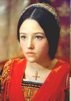 Olivia Hussey in, 'Romeo & Juliet', 1968 - beautiful film. This play demonstrates our education in Classical Theatre, for example monologues and typical Shakespeare language. Olivia Hussey, William Shakespeare, Zeffirelli Romeo And Juliet, Mode Renaissance, Leonard Whiting, Romeo Und Julia, Romeo Y Julieta, Non Blondes, Just Friends