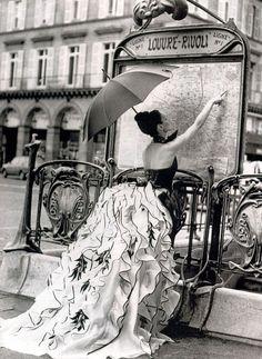 Carla Bruni reading Paris Metro Map, Elle France, February 1995 (c) Pamela Hanson (via Cristina Bertuzzi) Paris 3, I Love Paris, Paris France, Paris Style, Paris Louvre, Paris Chic, Paris Girl, Vintage Paris, Vintage Vogue