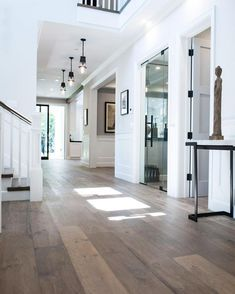 5 Things Why You Should Consider Installing Light Wood Floors Have you ever heard the term parquet or parquet flooring? Intrigued to know more about the benefits, advantages and disadvantages of parquet wood floors? Parquet flooring is actually not a new Dream Home Design, My Dream Home, House Goals, Home Fashion, Design Case, Future House, Home Remodeling, Beautiful Homes, Beautiful Images
