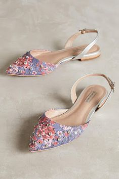 Great floral print flats with ankle buckle. Pretty Shoes, Beautiful Shoes, Cute Shoes, Me Too Shoes, Sock Shoes, Shoe Boots, Shoes Sandals, Ankle Boots, Flat Shoes