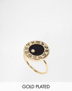 Ring von Me & Zena Vergoldetes Metall rundes Design mit Lackeinsatz geätzte Sternzeichensymbole Zwillinge-Geburtsstein an einem glatten, schmalen Ring 80% Messing, 10% Goldbeschichtung, 5% Glas