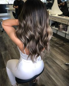 Balayage Hair Makes It Easy To Get A Stylish Look! Brown Ombre Hair, Brown Hair Balayage, Ombre Hair Color, Hair Color Balayage, Hair Highlights, Bayalage Dark Hair, Golden Highlights, Haircolor, Balayage Hair Brunette With Blonde