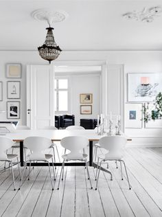 Visit | A Danish home with red accents