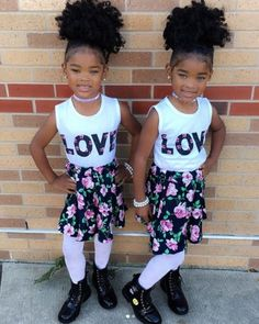 The Boyd twins showing their love. Twin Baby Girls, Black Baby Girls, Cute Little Girls, My Baby Girl, Black Babies, Little Kid Fashion, Cute Kids Fashion, Girl Fashion, Couple Outfits