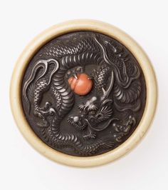 Kagami netsuke with design of dragon and jewel Japanese Dragon, Japanese Art, Knife Drawing, Japan Crafts, Chinese Astrology, Year Of The Dragon, Dragon's Lair, Dragon Jewelry, Art Japonais