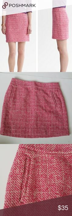 Banana Republic PINK tweed mini skirt size 10 -E2 Banana Republic PINK tweed skirt, size 10. Gorgeous color and quality! Lined. Used item, pictures show any sign of wear or use. Bundle up! Offers always welcome!  Shop my husband's closet!: @kirchingeraaron Banana Republic Skirts