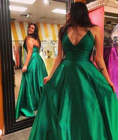 Emerald Green Satin Spaghetti Straps Prom Dresses Long A-line Sexy Party Dresses Evening Dresses V Neck Formal Gowns for Juniors