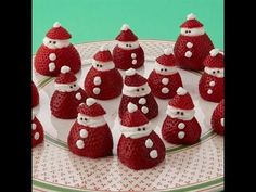 Mini strawberry santas you can easily make these little santas as a holiday dessert yourself all you need are strawberries whipped cream and some chocolate sprinkles your kids will love these yummy treats and can help put them together Christmas Desserts Easy, Christmas Party Food, Christmas Brunch, Xmas Food, Christmas Appetizers, Christmas Cooking, Christmas Goodies, Holiday Treats, Simple Christmas