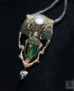 Купить Scarabee d'Osiris - тёмно-зелёный, белый, золотой, скарабей, майский жук, египет