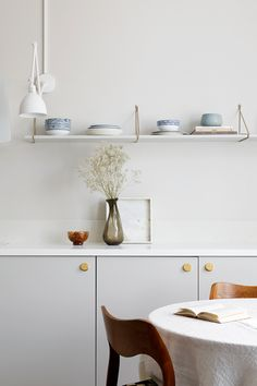 Personal kitchens, wardrobes and storage units built on IKEA cabinet frames. Doors, handles, taps, sinks and tabletops. Quality and design for a reasonable price. Romantic Kitchen, Ikea Cabinets, Small Places, Ikea Hack, Apartment Living, Floating Shelves, Kitchen Design, Contemporary, Storage