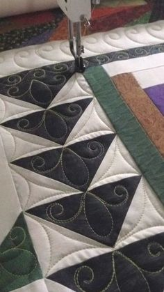 63+ Ideas patchwork quilt borders flying geese Patchwork Quilting, Patchwork Vol D'oie, Quilt Stitching, Longarm Quilting, Free Motion Quilting, Top Stitching, Quilting Stencils, Quilting Templates, Quilting Ideas