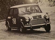 Niki Lauda y su Mini Classic Mini, Classic Cars, Minis, Mini Lifestyle, Mini Cooper S, Rally Car, Mercedes Amg, Cars And Motorcycles, Touring