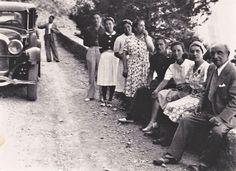 Eliseo Meifrén, camino a Cadaqués con su segunda esposa, Julia Marina, e hijos y nueras de la misma: Raquel, José y Dolores, Oswaldo y Carmen.