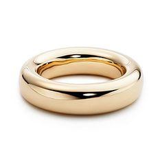 Tiffany  Co: Elsa Peretti® bangle in 18k gold