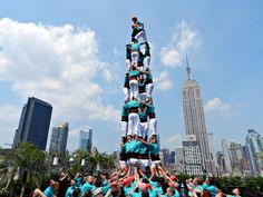 Catalan Culture embraces NY, Castellers de Vilafranca performed a Human Tower on a Top of the Building with the Empire State on the back. Congrats !!!!