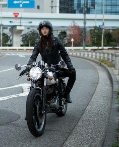 Fizway motorcycle helmet and accessories Lady Biker, Biker Girl, Sr500, Cafe Racer Girl, Japanese Motorcycle, Cafe Bike, Biker Chick, Oui Oui, Sportbikes