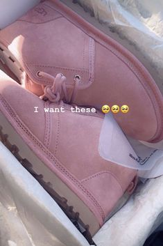 Uggs are not only the most loved but also the most controversial boots on the market. Ugg Style Boots, Ugg Boots, Shoe Boots, Comfortable Boots, Comfy Shoes, Shearling Boots, Leather Boots, Cute Uggs, Sneakers Fashion