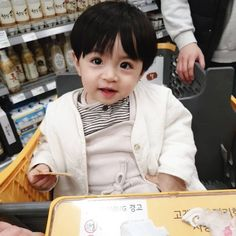 Cute Baby Girl Pictures, Cute Baby Boy, Cute Little Baby, Little Babies, Cute Kids, Cute Asian Babies, Korean Babies, Asian Kids, Cute Babies
