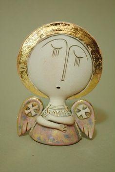 Ереванский художник Aram Hunanyan делает керамических ангелов