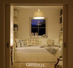 Einbaunische - Gästebett Kleines gemütliches Gästezimmer, mit Bett Schreibtisch und Einbauregalen. Greenville - Architektur