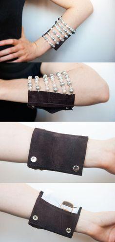 https://www.etsy.com/pt/listing/121113438/custom-beaded-wrist-wallet-erin-style?ref=related-7