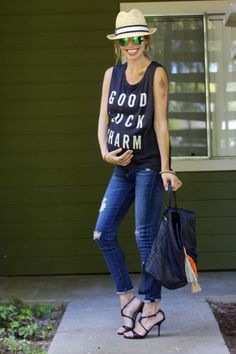 Third trimester casual style (with @malibunative tee and @destinationmat jeans)