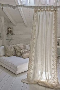 Shabby Chic Interior Design Ideas For Your Home Shabby Chic Interiors, Shabby Chic Decor, Vintage Shabby Chic, Cortinas Boho, Small Apartment Decorating, Diy Curtains, Cottage Curtains, Bohemian Curtains, Bohemian Bedrooms