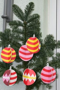 Did you ever think of Simple IKEA Coasters as Christmas Tree Ornaments? Well if you stop by IKEA hackers you will see that they do make great ornaments and they are quick and easy! Diy Paper Christmas Tree, Ikea Christmas, Modern Christmas, Christmas Bulbs, Christmas Ideas, Paper Ornaments, New Swedish Design, Xmas, Noel