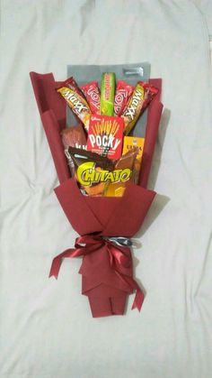 Gift Bouquet, Hand Bouquet, Birthday Candy, Snack Recipes, Snacks, Paper Crafts, Diy Crafts, Gift Packaging, Pop Tarts