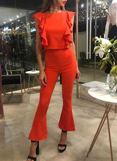 Cool coral jumpsuit with black sandals Night Out Outfit, Night Outfits, Chic Outfits, Trendy Outfits, Summer Outfits, Fashion Outfits, Outfit Elegantes, Fiesta Outfit, Midi Skirts