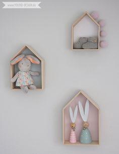 Inspiration for a scandinavian nursery Inspirationen für ein skandinavisches Kinderzimmer in mint blush House Shelf Haus Regal IKEA Hack scandinavian deko interior nordic interior style scandi | www.youdid-design.de