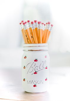 Painted Apple Mason Jar - Back to School Teacher Gift Ideas with Mason Jars