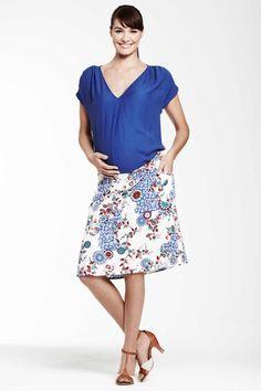 T-shirt bleu Irony by 1 et 1 font 3 / Jupe fleurie by En Sainte