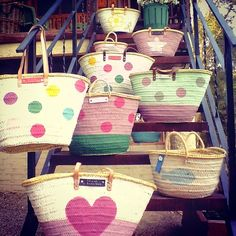 La Bambola Nubile: More Baskets ! My Bags, Purses And Bags, Diy Clothes Bag, Beach Basket, Painted Baskets, Diy Clutch, Basket Bag, Summer Bags, Cute Bags