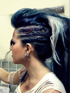Alissa White-Gluz Fille Heavy Metal, Heavy Metal Girl, The Agonist, Alissa White, Women Of Rock, Arch Enemy, Hair And Nails, Her Hair, Girl Hairstyles