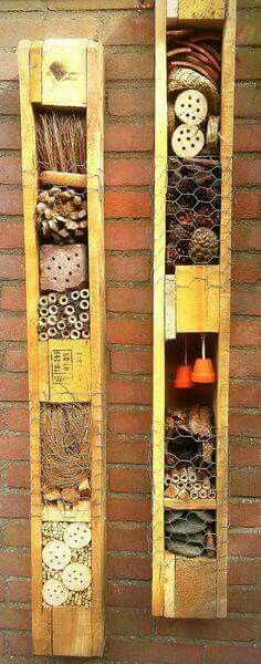 Pallet Insect Hotel … so simple, but definitely eye-catching, and it will not be long before it becomes an insect hotel … if you do not care about insects! Related Post 7 Classic DIY Garden Paths ideas and projects 7 classic DIY Garden Walkway projects Recycled Garden, Diy Garden, Garden Cottage, Garden Crafts, Garden Projects, Garden Art, Garden Landscaping, Garden Design, Design Projects