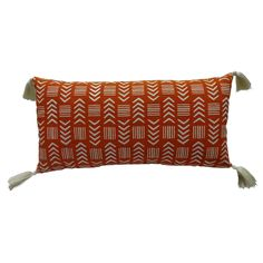 Add warmth and comfort to a room with the Tassel Lumbar Pillow in Orange/White from Threshold. This rectangular pillow uses a warm orange tone with vivid designs and then softens the look with fun corner tassels.