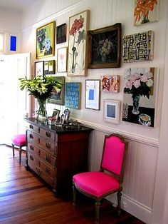 hot pink chair in foyer hallway and gallery wall. Love the personal feeling. Pops of color. Eclectic Gallery Wall, Eclectic Decor, Eclectic Style, Eclectic Frames, Modern Decor, Modern Art, Style At Home, My New Room, Home Fashion
